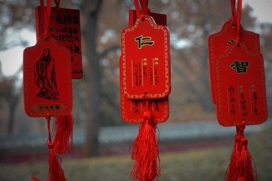 prayers near the resting place of Confucius