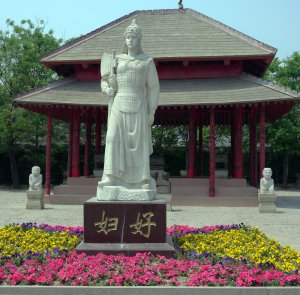 Lady Hao statue outside her tomb, Anyang